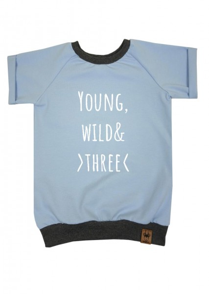 "Geburtstags-T-Shirt hellblau ""Young, wild and three"""